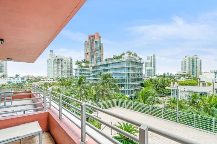 South Beach | City View King Studio Suite w/Balcony