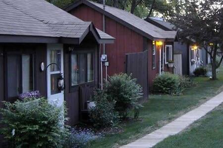 Sunset Shores Cottage Rentals - Clare - Cabin
