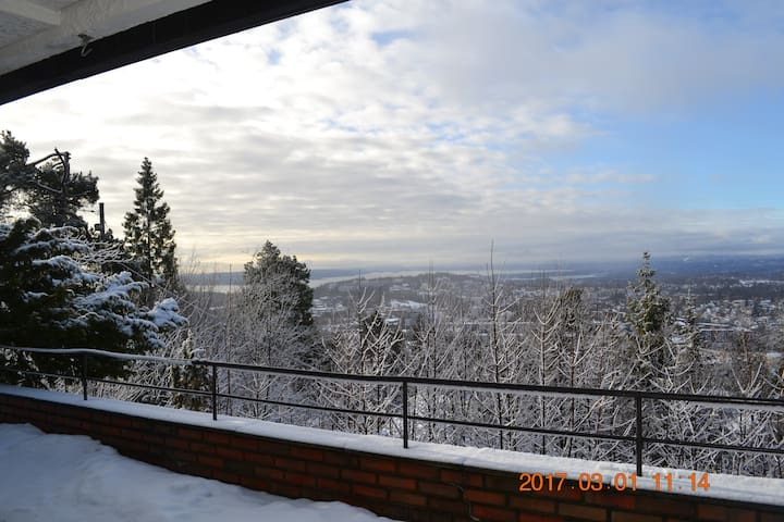 Apt. 5 min walk from Holmenkollen Station