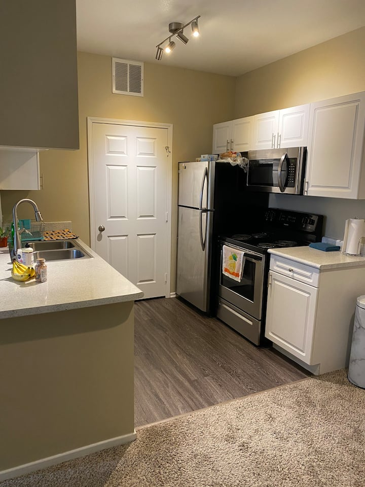 Save money with this 1 bedroom apartment w/garage.