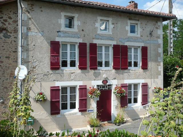 Character B&B in the Charente - Exideuil - Oda + Kahvaltı