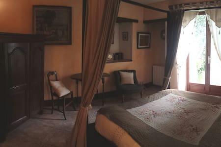 LE PORTAIL BLEU chambre -la Cosy- - Châtres