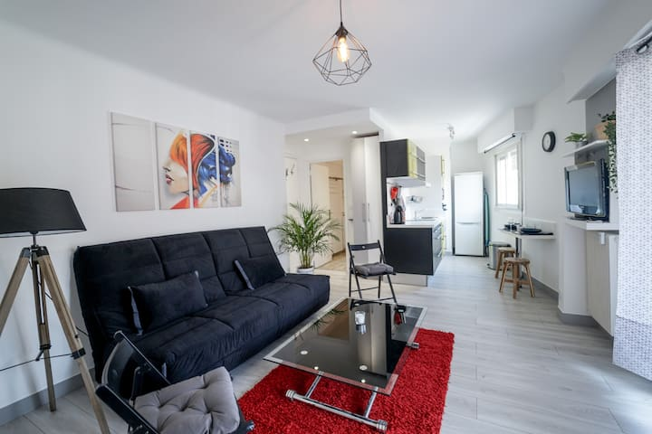 Attractive studio with balcony close to the center