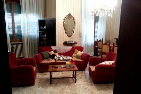 Casa padronale con giardino - Guagnano - Haus