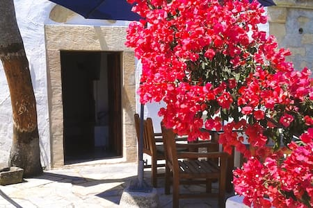 COUNTRY HOUSE IN THE SOUTH OF CRETE - Plora