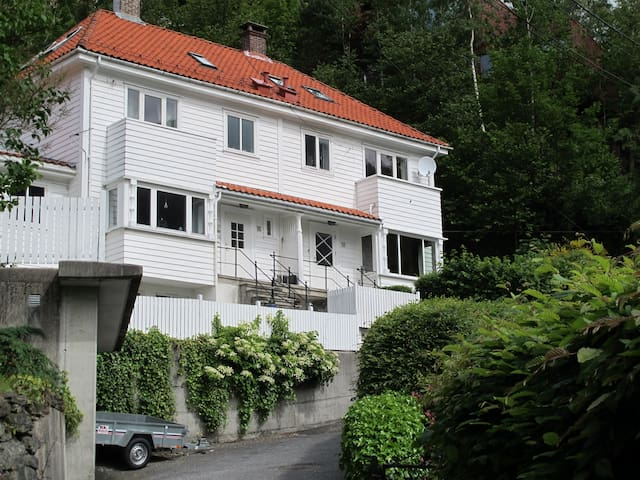 A small, quiet and cheap room - Bergen - Casa