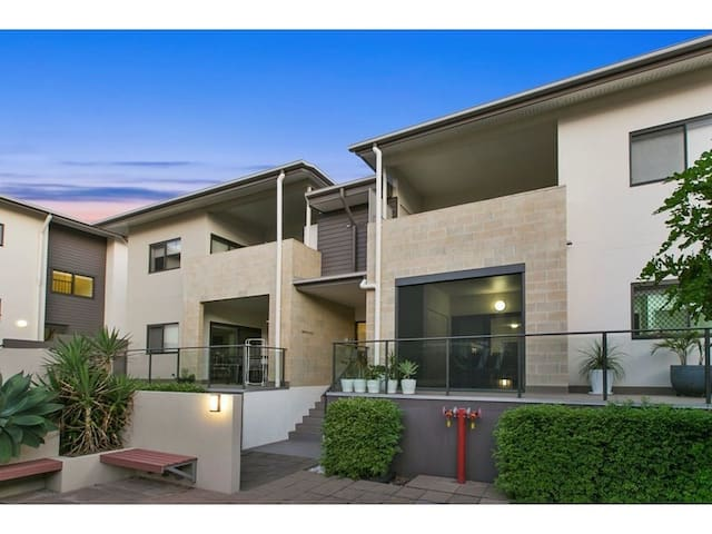 Quiet and Modern Unit near CBD - Greenslopes - Apartemen
