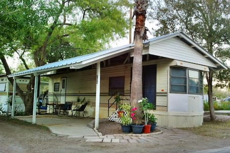 Charming Getaway in Mission,Texas - Camper/Roulotte