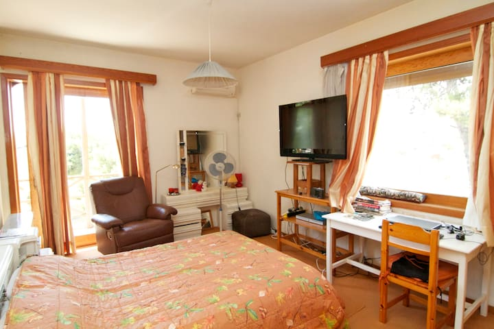 Large bedroom in comfortable villa - Nea Penteli - Pousada