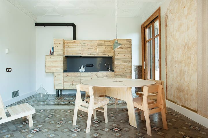 Living room with locally made furniture by AOO, vintage pieces and Catalan Modernism features. 2 balconies and an upcycled, fully equipped kitchen.