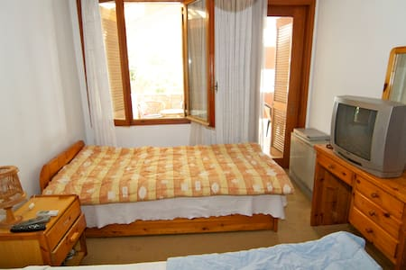 Twin bedroom in North Athens villa - Nea Penteli