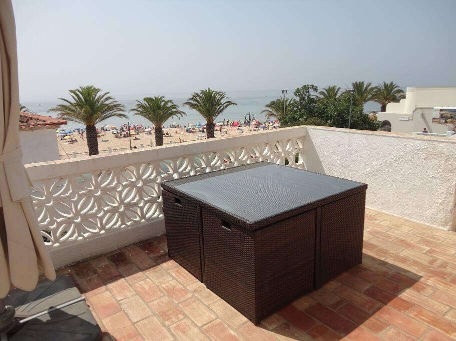 terraço sobre a praia 02