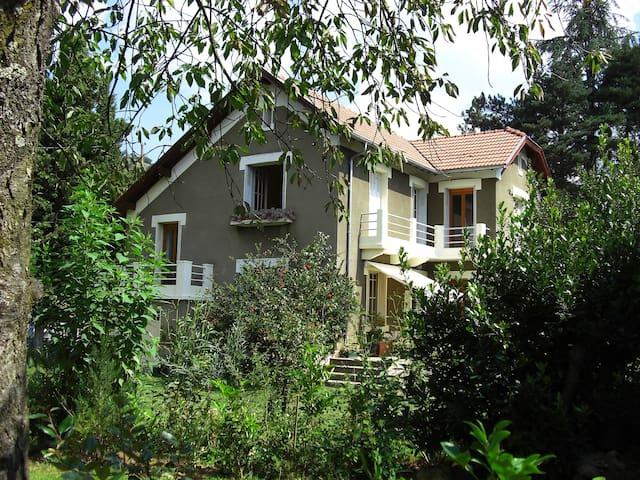 Douglas at Les Sapins, Foix 7 minutes - Montgaillard - วิลล่า