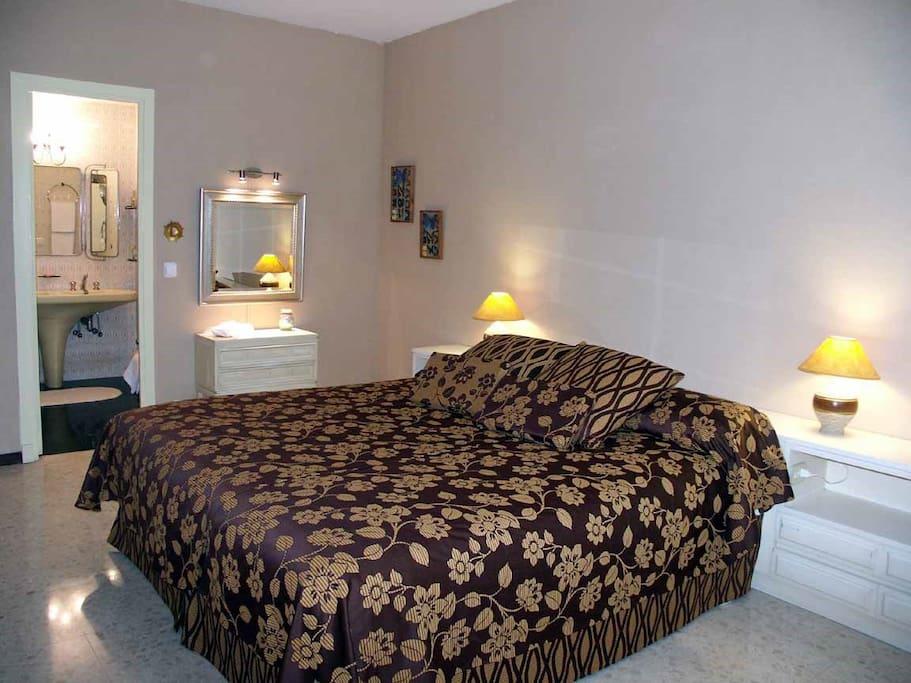 Suite doble con lavabo anexo a la habitación