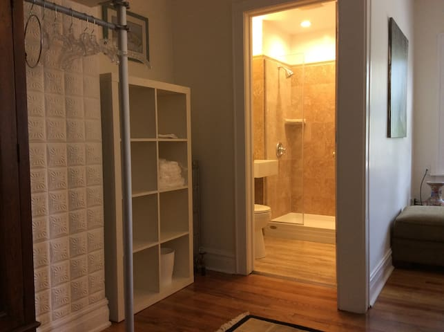 Beautiful Remodeled Apartment - Forest Park - Apartamento