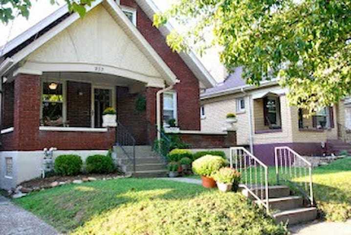 Lovely Home In The Heart of Louisville!