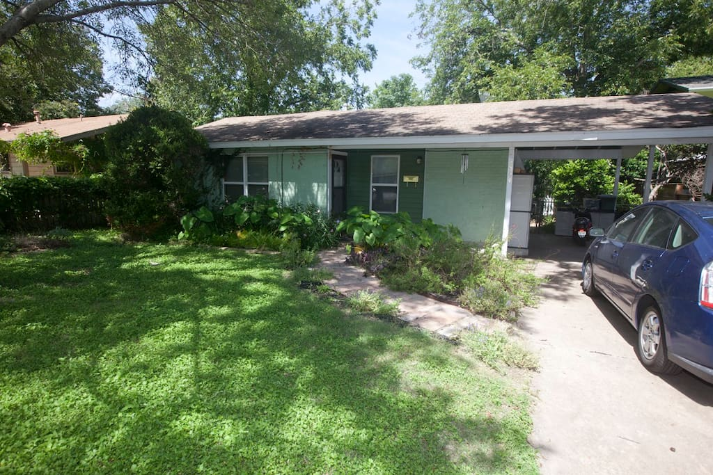Great South Austin home on quiet, happy residential street. Close to everything!