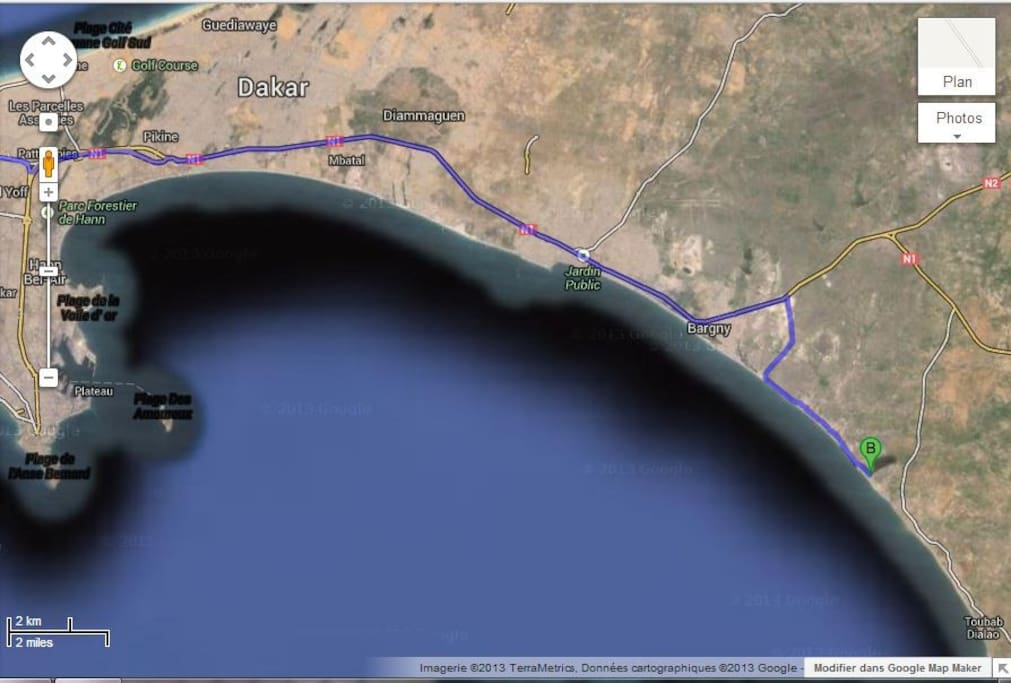 à 45 mn du centre ville de Dakar, à 5 mn de l'aéroport international de Diass