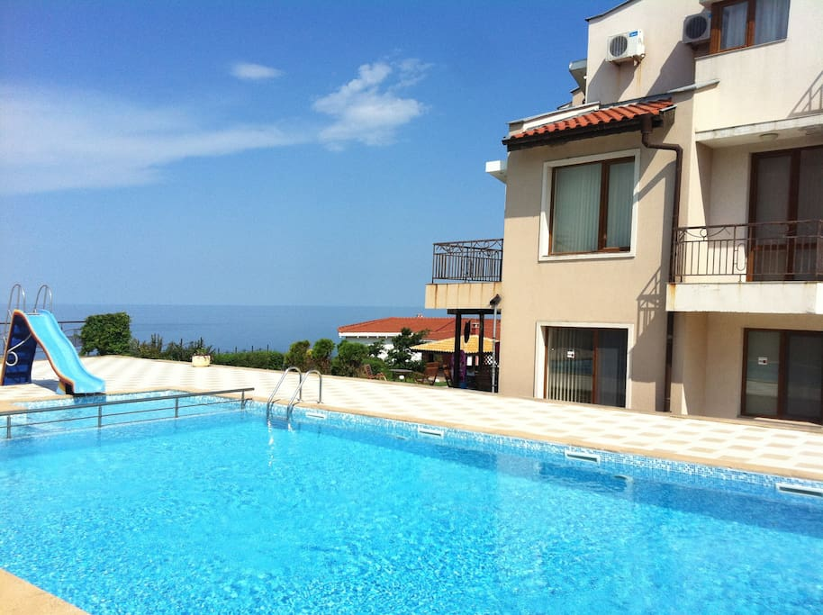 An awesome view to the sea from the pool!