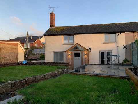 Ideal village cottage for 4 with garden.