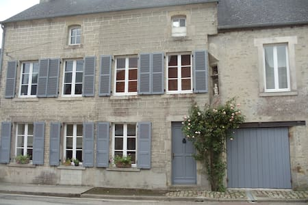 "chambre d'hotes ""Ronsard"" - Montebourg - Bed & Breakfast"