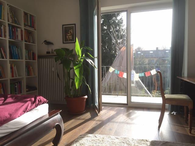 Sonniges Zimmer mit Balkon - nur für Frauen
