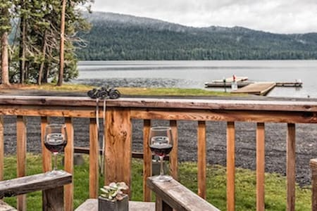 Eagles Nest Log Cabin on Odell Lake with King Bed