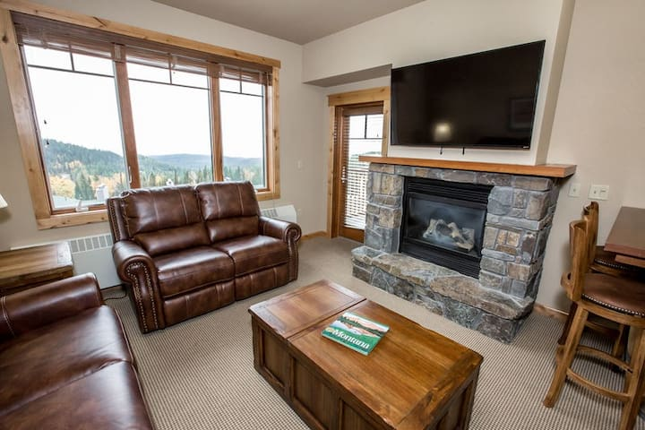 Ski in/Out Penthouse Condo - Beautiful valley and mountain views