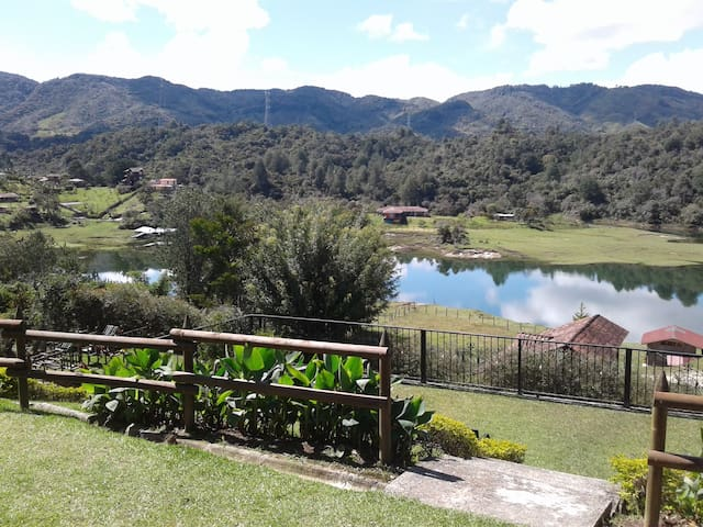 Beautiful Lake View Villa. Lake Access & Near Town