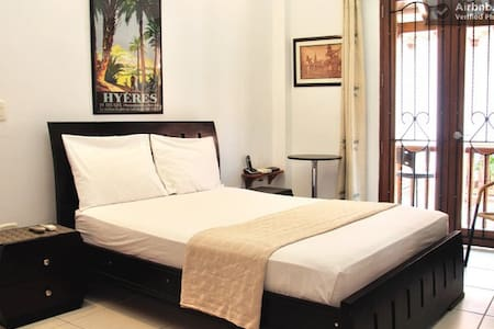 Old City4BR: balconies, AC, hot water, great wifi! - Cartagena - Lejlighed
