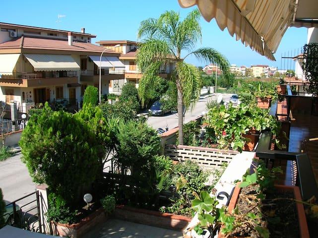 Nice Flat with Terrace near Beach - Capo D'orlando - Appartement