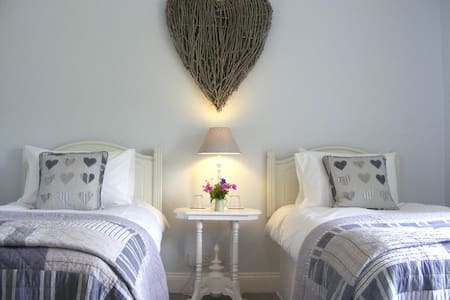 Lobhill Farmhouse | The White Room - Bed & Breakfast