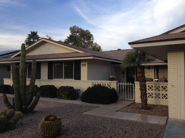 Beautifully renovated Golf Course Home in Sun City - Sun City - Rumah