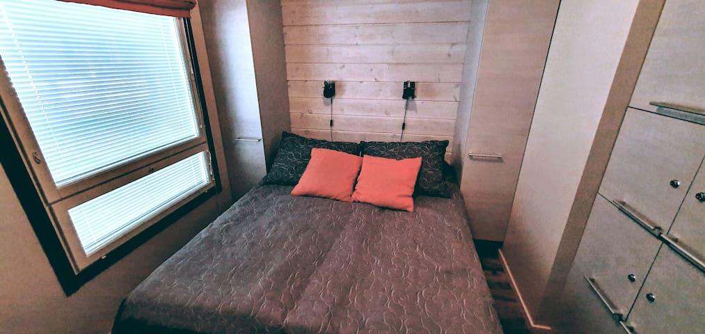 Makuuhuone 1/ Bedroom 1