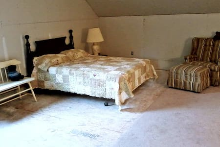 4 Walls, A Roof, Hot Shower & WiFi  - Tellico Plains