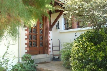 Chambre charmante grande maison - Bourges