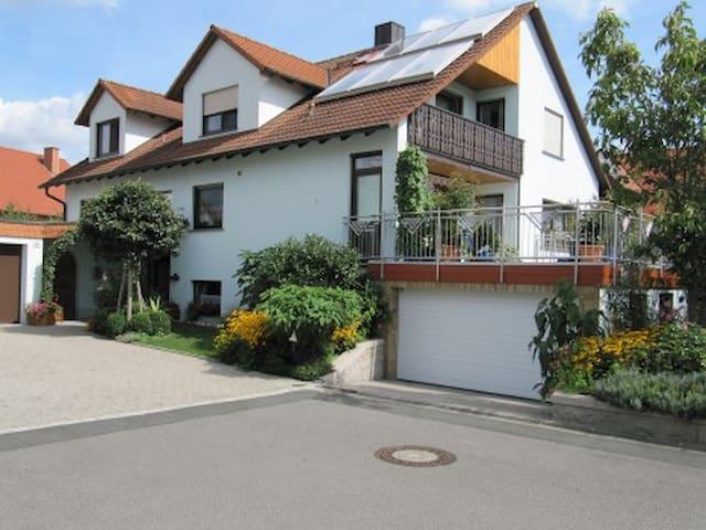 """ruhige Fewo"""" Abendstille am Obstgarten"""" - Zapfendorf - Leilighet"""
