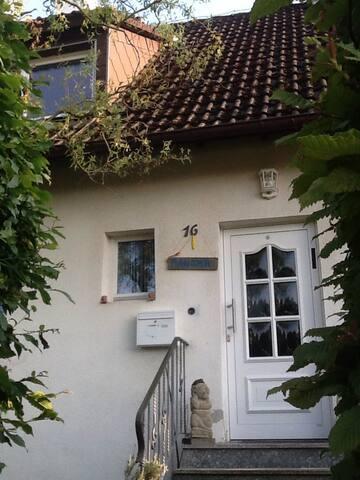 Verträumtes Häuschen für Liebhaber - Lörrach - House