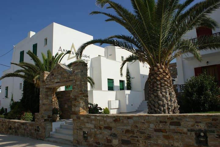 Annita's Village Hotel - Αγία Αννα - Bed & Breakfast
