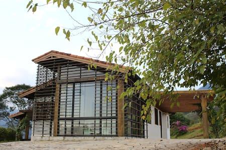 Casa na montanha, vista linda em SFX, Sta Barbara - São Francisco Xavier