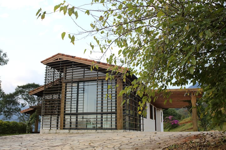 Casa na montanha, vista linda em SFX, Sta Barbara