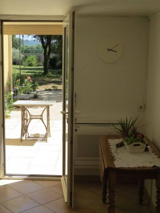 Entrée porte fenêtre + terrasse 2
