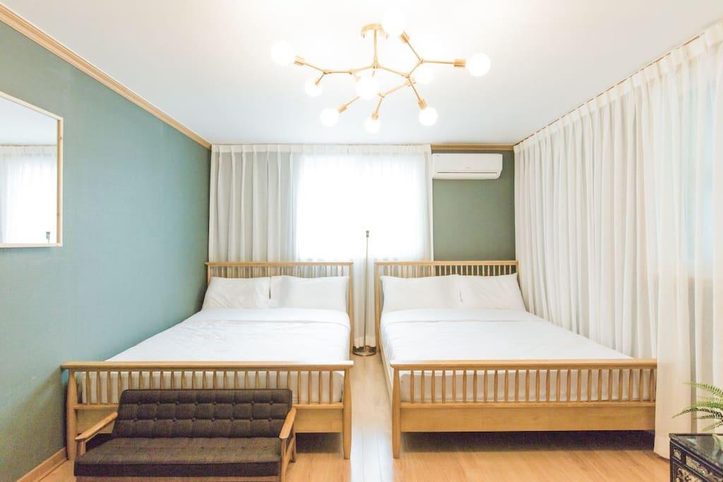 Large room : 3 queen beds