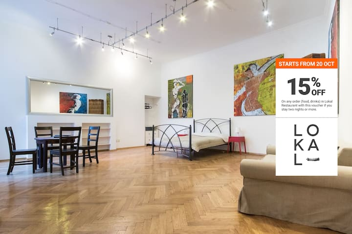 The Art Gallery Studio + free parking included