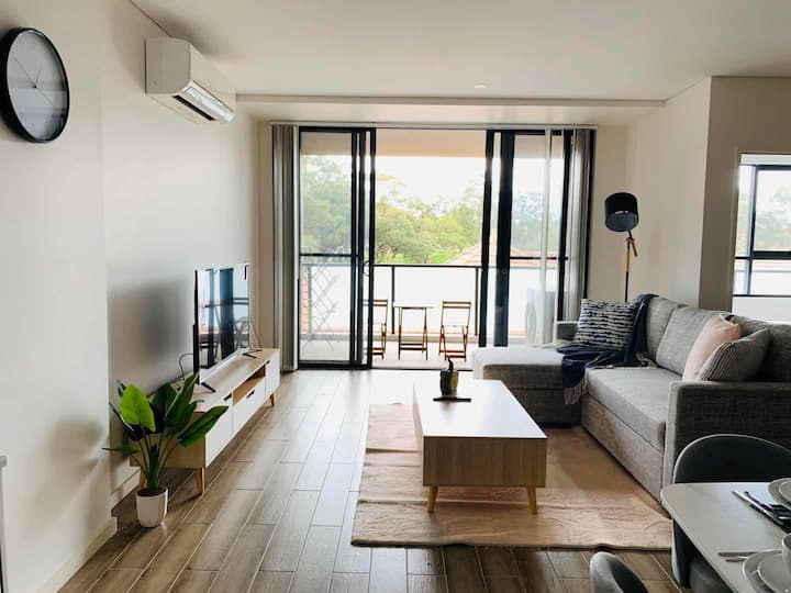 New apartment close to CBD overlooking park view