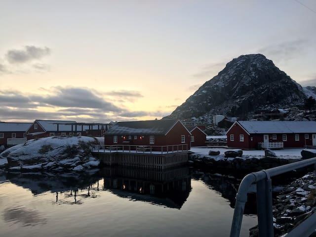 Ludvigbua B - Waterfront cabin, Stamsund