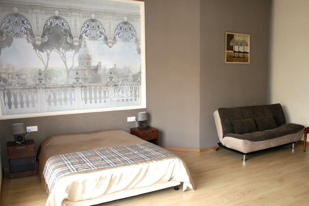 светло и есть место для дополнительных кроватей