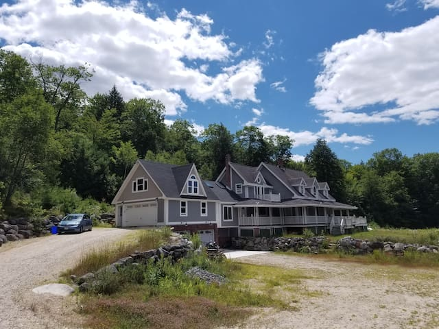 Private spacious rustic cabin style Maine house!