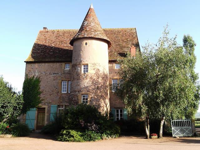 Manoir du  XVI ème siècle,  Charollais-Brionnais