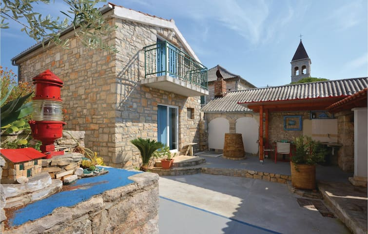 Holiday cottage with 4 bedrooms on 155m² in Grohote